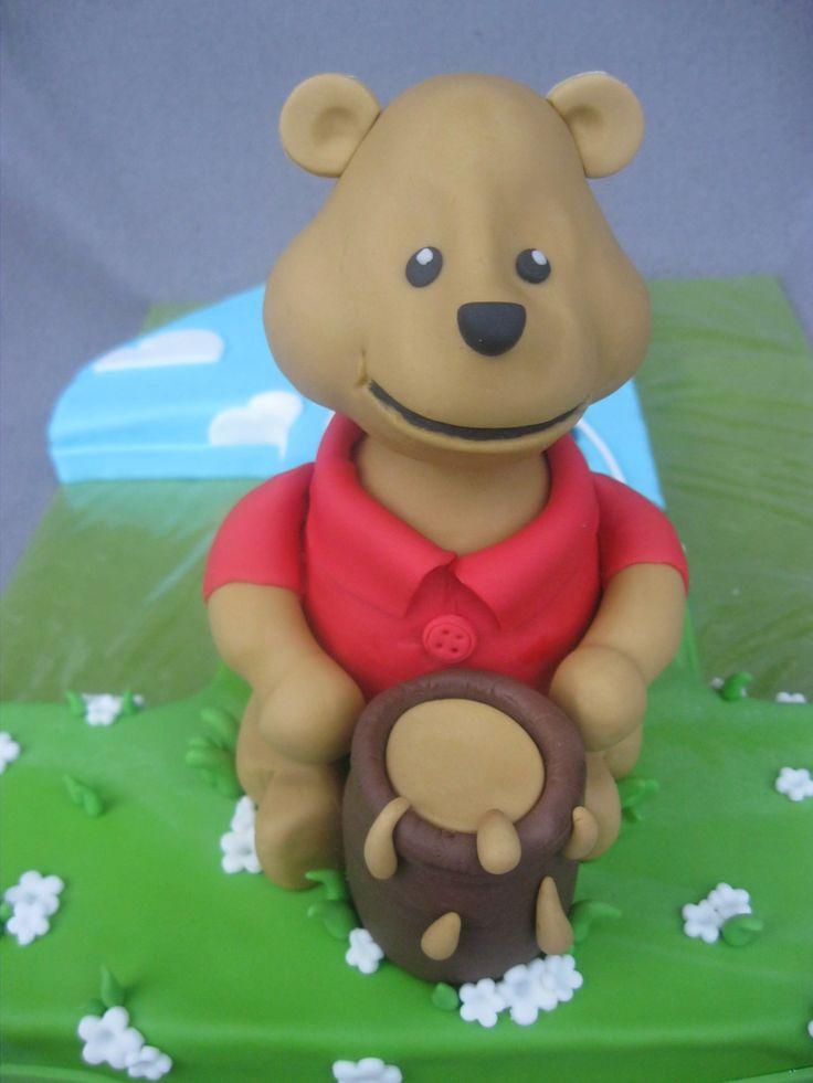 Eine Winnie Pooh Torte zum ersten Geburtstag ist nicht nur was für kleine Jungs, nein, auch kleine Mädchen würden sich darüber freuen.