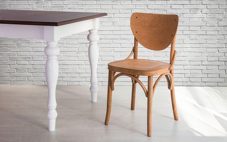 Se você está buscando diferenciar a decor de sua sala, cozinha ou churrasqueira então você precisa conhecer em detalhes a Cadeira Eléonore.    Fabricada em Santa Catarina com madeira maciça dura de tauari, esta Cadeira Country possui encosto e