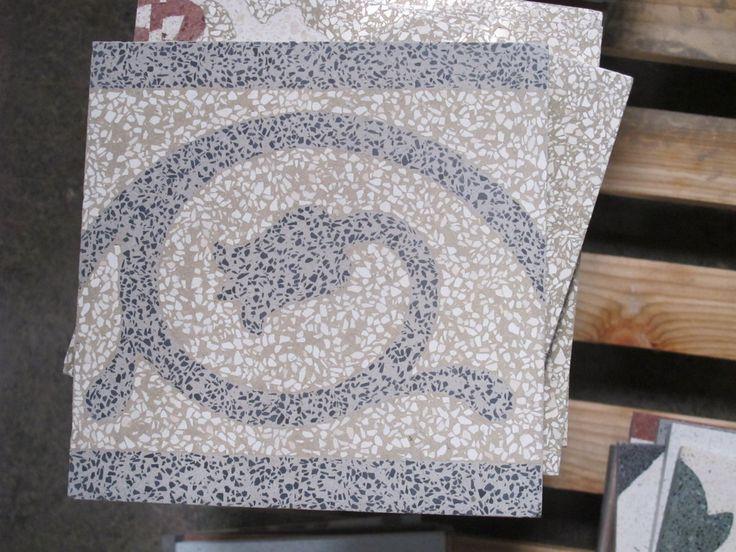 Mattonella in graniglia con decoro floreale #graniglia #terrazzotile #carreaux #decoration #tiling #pavimentazione #multicolor #design #homerenovation