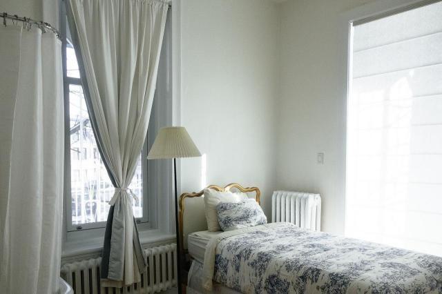 Jak stworzyć niesamowitą sypialnię poprzez zastosowanie zasłon? #sypialnia #zasłony #kotary #zaslony #firany