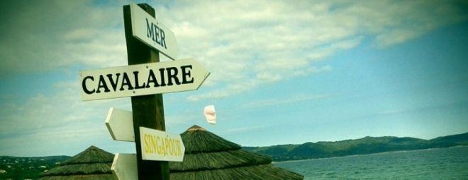 Cavalaire-sur-mer dans le var. Une destination proche de Saint-Tropez idéal pour des vacances pas cher au bord de l'eau. //  Cavalaire offre une ambiance et une atmosphère digne des caraïbes. Un endroit zen où l'on vient pour se reposer sur la plage et se baigner. Ville très regroupée en sont centre, elle offre un espace de convivialité aux vacanciers.