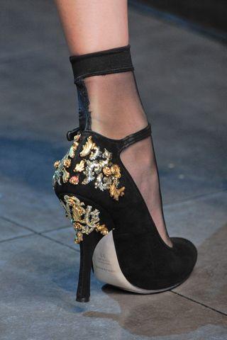 Dolce & Gabbana Fall 2012 Ready-to-Wear  Repinned by www.fashion.net