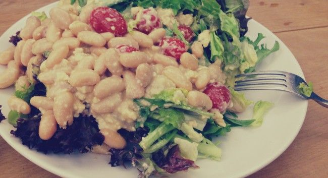 Salad with cannellini beans and vegan feta