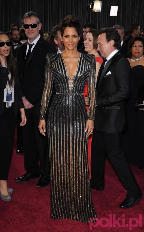 Halle Berry w kreacji Versace