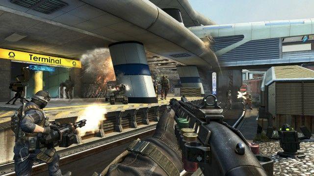 Call of Duty: Black Ops II ha venduto 4.5 milioni di copie per Xbox 360 e 2.9 milioni per PlayStation 3.  Secondo una comparazione fatta da  Gamasutra la differenza con il vecchio capitolo della serie Modern Warfare 3, che ha venduto 7.4 milioni di unità,  risulta inferiore a quello di Modern Warfare 3, che lo scorso anno aveva mosso nello stesso periodo 8.8 milioni di unità.  Il calo totale, se la matematica non è un'opinione, è del 14%.