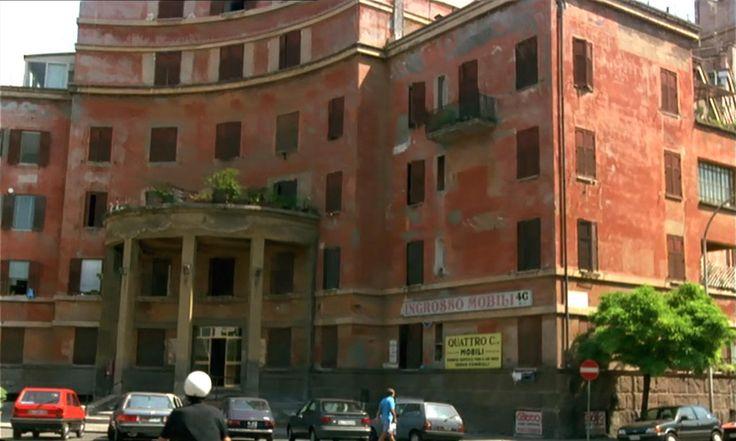 """""""Caro Diario"""", regia di Nanni Moretti (1993). Quartiere Garbatella, l'Albergo rosso di Innocenzo Sabbatini"""
