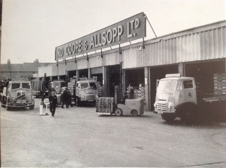 The Romford Brewery circa 1955, pic is from before my time, but me and some friends used to look down onto the Brewery from the top of the multi storey car park (and occasionally throw some things down into it, lol )