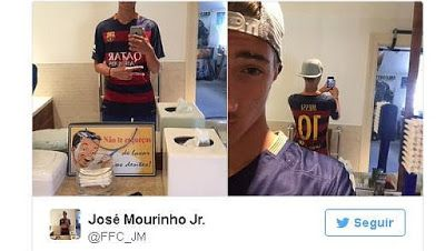 Berita Lengkap Sepak Bola : Jose Mourinho Jr mengenakan Kemeja Barcelona Denga...