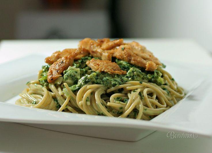 Špagety so špenátom a kuracím mäsom