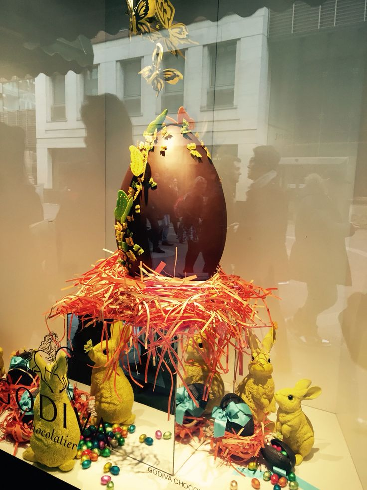 beautiful easter window display at harrods!