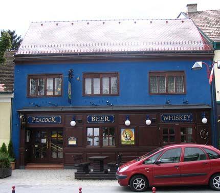 Erstes Lokal mit Musik von #PROMOtainment war im Jahr 2003 das #Peacock #Pub in Mattersburg. Viel dunkles Holz an der Theke und ein gemauerter Kamin sorgen für exklusive Gemütlichkeit und die richtige Stimmung, selbst die Zapfsäulen wirken originalgetreu. Seit nunmehr fast 16 Jahren (!) ist Inhaber Günter Zirling unser treuer und zufriedener Kunde, wofür wir uns an dieser Stelle herzlich bedanken. #hintergrundmusik