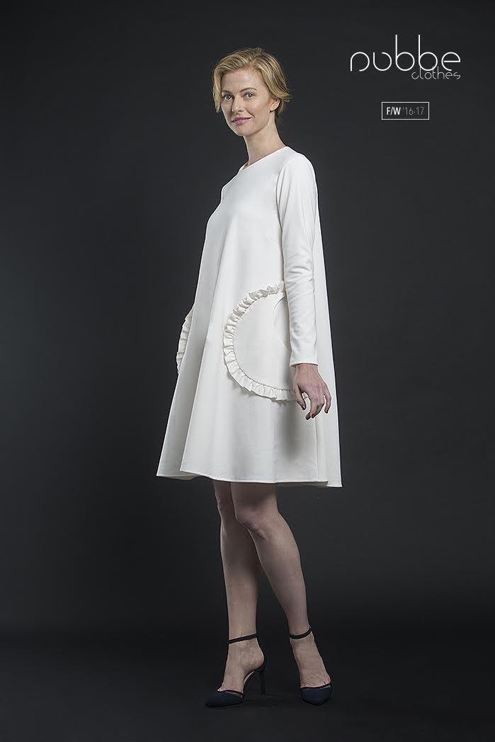 """NUBBE CLOTHES   F/W '16-17  Nos encanta el look naif y super-romántico del vestido """"Diamante"""". Disponible también en verde y en azul marino.  Hazte con él en nuestra tienda online y puntos de venta. http://tienda.nubbeclothes.com  #otoño #fashion #moda #modagallega #madeinspain #elegante #babydoll #vestido"""