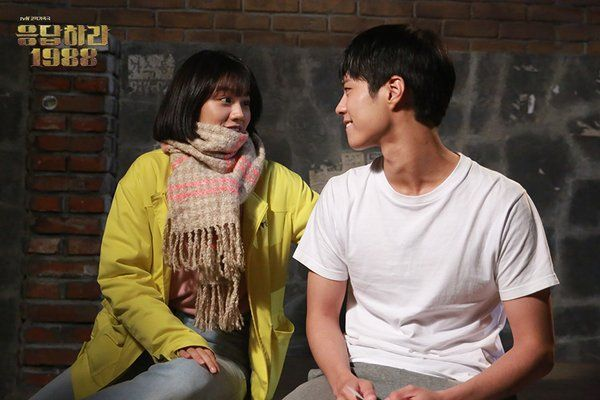 "선물 뭐 갖고 싶어? 다 사줄게 #응답하라1988 ""What presents do you want to have? I'll buy you everything #Reply1988 """