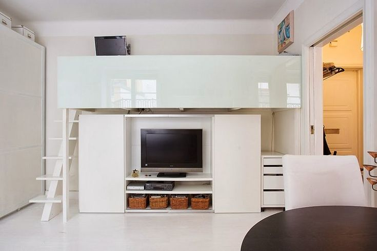 Mini lakás minimál stílusban, modern nappalival, galériával - 29nm