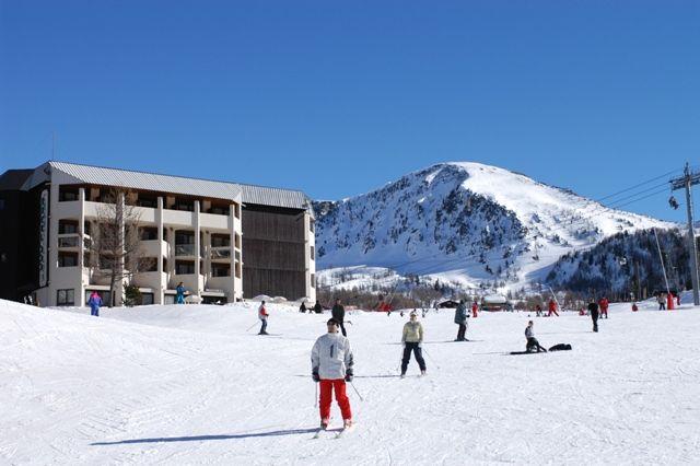 Séjour Ski Isola 2000 Madame Vacances, promo vacances au ski pas cher à la Résidence Hôtel Le New Chastillon prix location Madame Vacances à partir de 469,00 € TTC.