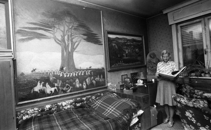 1975 nyarán, nyolcvanéves korában meghalt a híres építész, Gerlóczy Gedeon, a Csontváry-képek megmentője. Ő soha nem dicsekedett az évtizedekkel előtt vásárolt festményeivel, így nem is értékelte senki gyűjteményét. Czippán Gyuri újságíró barátom a Hétfői Hírek munkatársa szólt, hogy menjünk el, s csináljunk riportot róla. Megtudtuk, hogy Gedeon bácsi özvegye a Galamb utca 3. szám alatt, a VI. emeleten lakik. Természetesen a temetést követően vártunk két hónapot, ősszel telefonált neki…