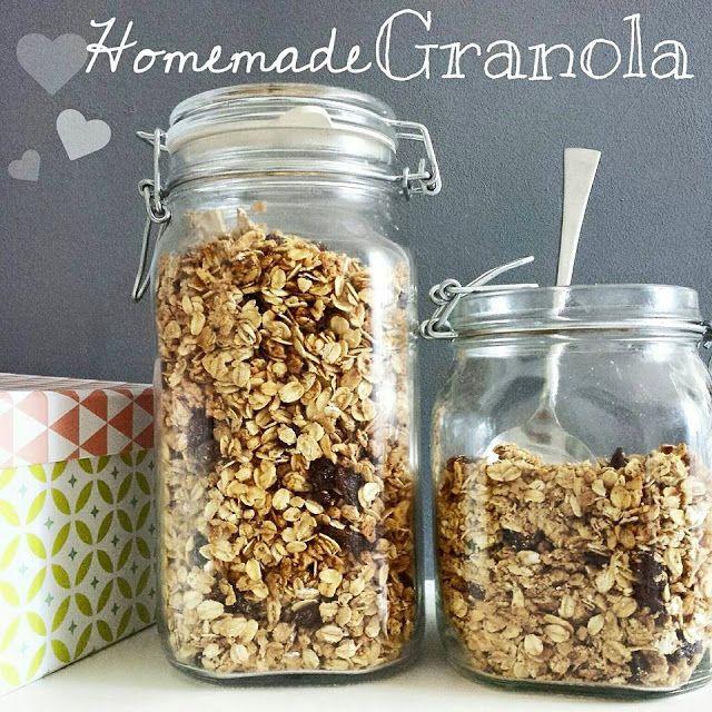 Granola, muesli croccante fatto in casa - homemade granola, muesli, fiocchi d'avena, oatmeal, uvetta, raisin, nocciole...