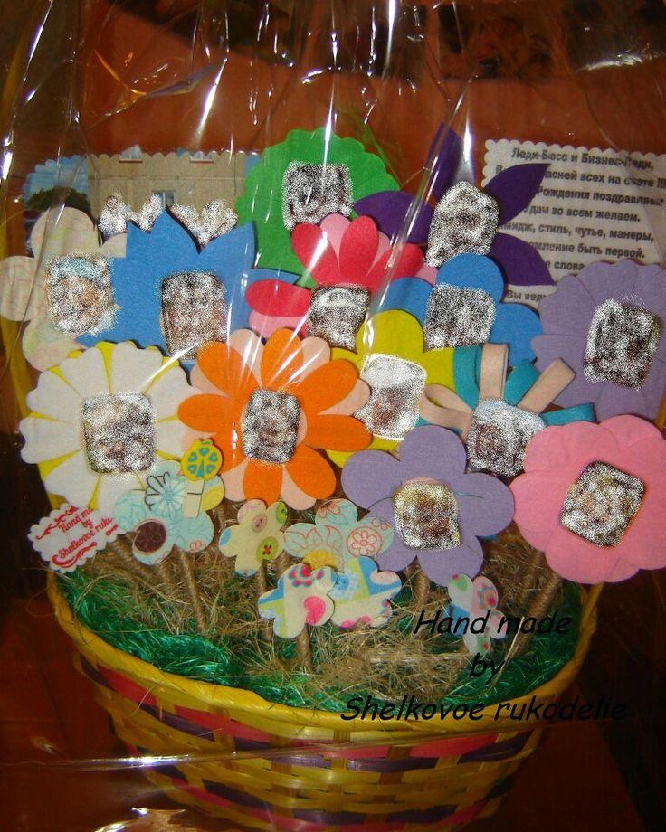 Букет цветов из фетра. Оригинальный подарок на день рождения, юбилей либо профессиональный праздник. В сердцевине каждого цветка фотография, которая может быть приклеена или сделана на липучку. Фотографии заретушированы. Цена от 1000 рублей (зависит от количества цветков). Заказы принимаю, пишите marinash77777@gmail.com #felt #birthday #gift #фетр #подарок #эксклюзив