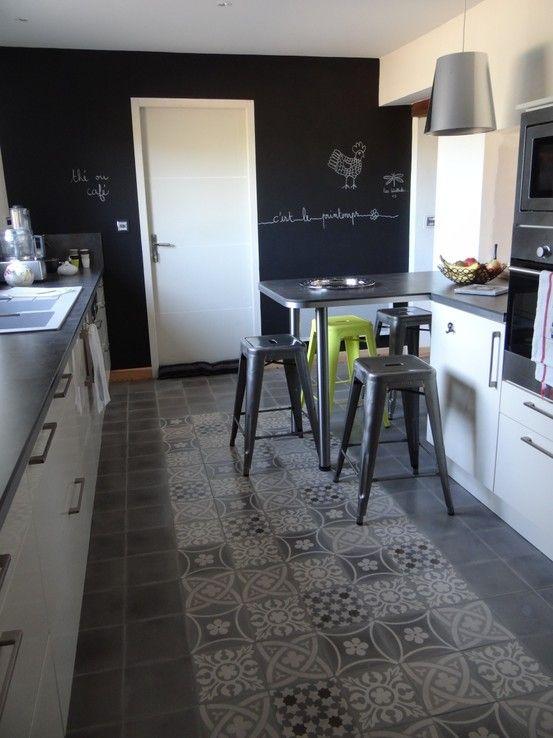 sol carreaux de ciment avec création d'une zone tapis en patchwork de carreaux avec unité de couleur