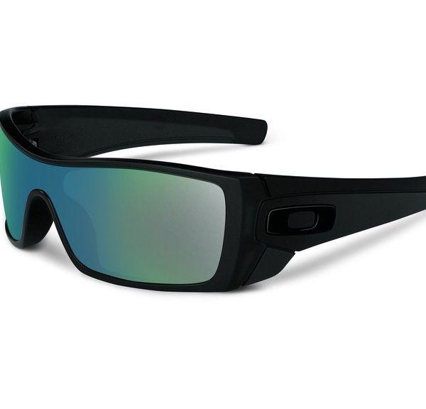 OAKLEY Batwolf Matte Black Ink Emerald Iridium napszemüveg.  Igazi sportos divatos napszemüveg. Férfiak kedvence lehet. Fekete műanyag, vastag kerete biztosítja a kényelmes viseletet. OLVASS TOVÁBB!