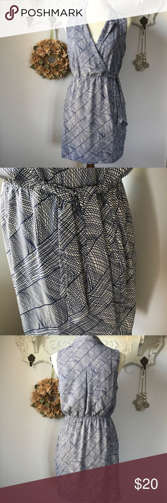 Forever 21 patterned dress Forever 21 v-neck pull-over dress. Ties at waist with pockets. 100 polyester. Fully lined. Forever 21 Dresses Midi