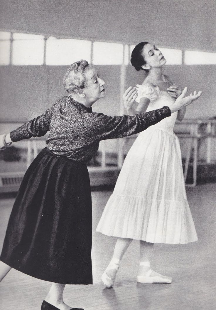 Tamara Karsavina coaches Margot Fonteyn in the classical role for Le Spectre de la Rose. Karsavina performed this role with Vaslav Nijinsky in the early 1900's.