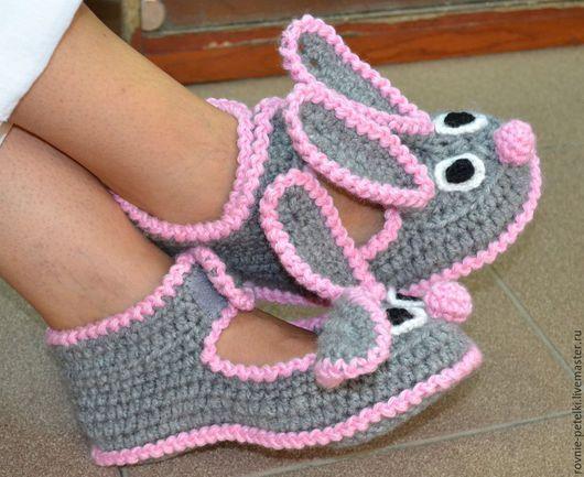 """Обувь ручной работы. Ярмарка Мастеров - ручная работа. Купить Тапочки вязаные """"Зайцы"""". Handmade. Серый, пинетки крючком, подарок"""