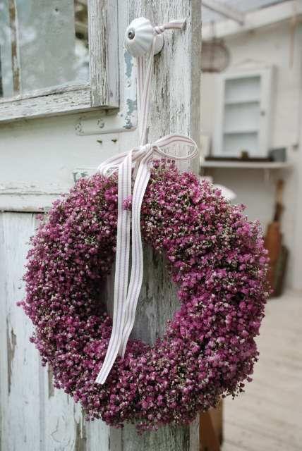 Flowers on a wreath.