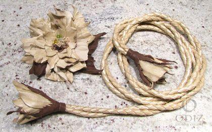 Купить или заказать Солнечный пояс с цветком - брошью в интернет-магазине на Ярмарке Мастеров. Этот ярко-желтый кожаный пояс послужит прекрасным украшением Ваших нарядов, добавит солнечного настроения в любую погоду. Цветок выполнен в виде броши, он может быть частью пояса, дополнением к поясу и 'самостоятельным' украшением. Пояс и цветок сделаны из тонкой кожи ярко-желтого цвета и бисера.