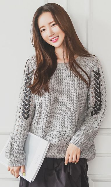 StyleOnme_Colored Sleeve Detail Round Neck Chunky Knit Sweater #grey #chunky #knit #cozy #sweater #falltrend #koreanfashion #stylish #seoul #kstyle