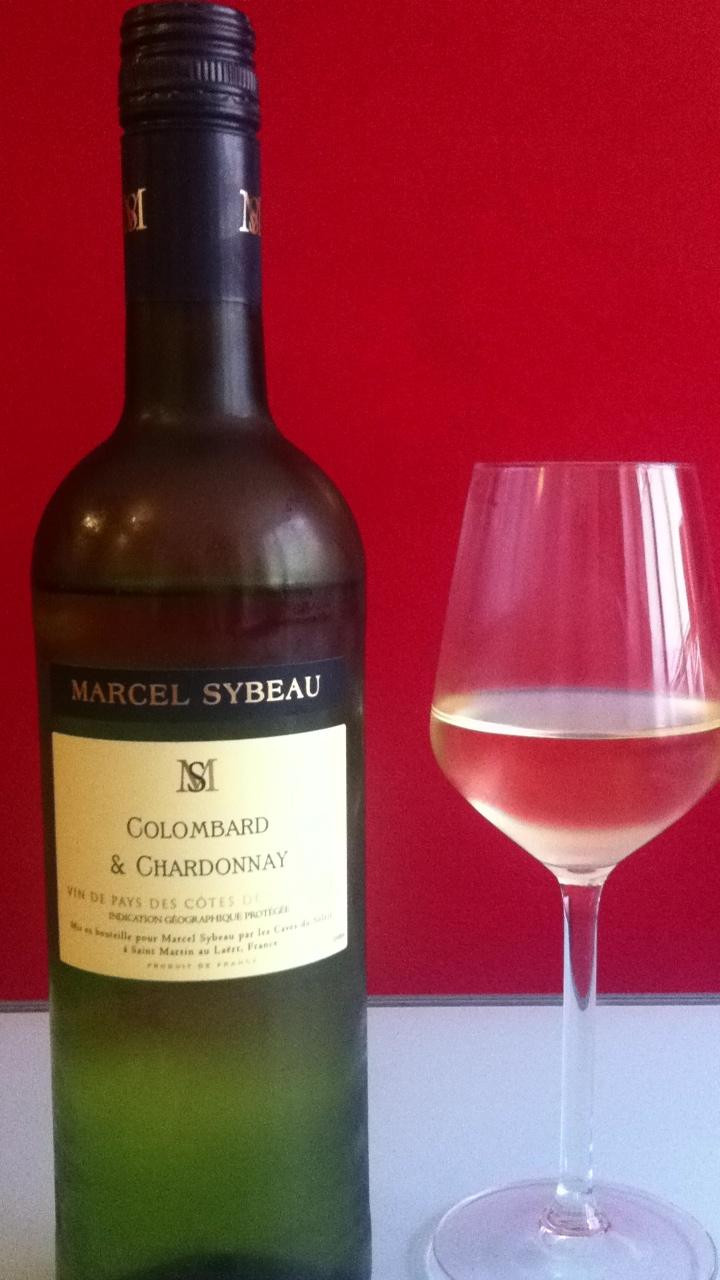 Een Marcel Sybeau. Combi van twee druiven. Chardonnay (zacht en krachtig) en de mij onbekende Colombard (fris en puntig). Werkt goed samen.  9 september 2012. ****