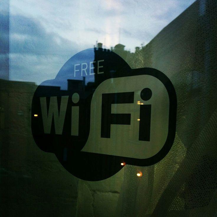 Самоклеящиеся наклейки Wi-Fi от компании INSIGNS разных цветов и размеров, в наличие и на заказ. Разработка по личным эскизам клиента