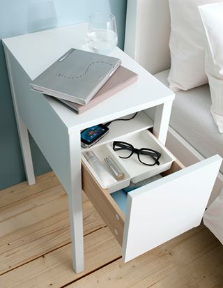 「さあ、じぶん全開、新生活。」 シンプルなベッドサイドテーブルで、枕元の交通整理。 #イケアと新生活 #イケア #IKEA #新生活