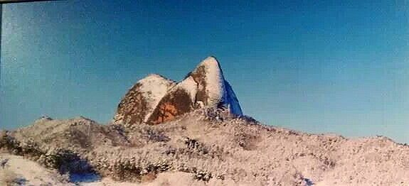 눈속에 빠져있는 마이산