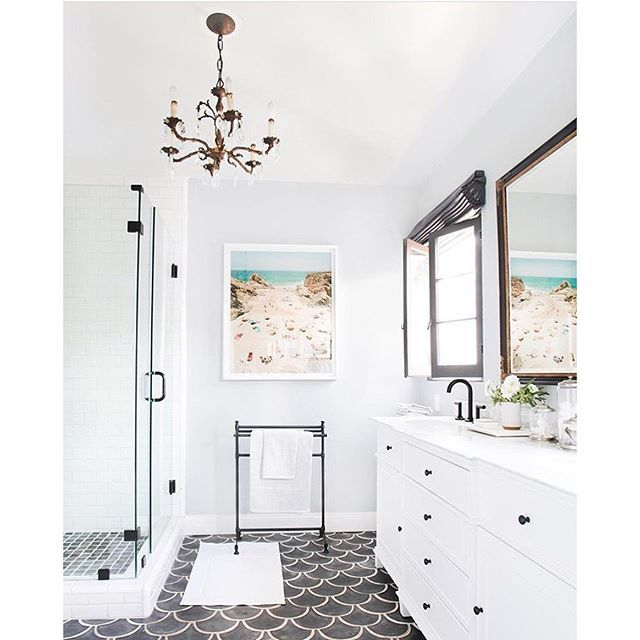 M O N D A Y  I N S P O // so fresh and so clean clean ✨ Loving the crisp white walls and bold tile floor in this dreamy bathroom by @em_henderson