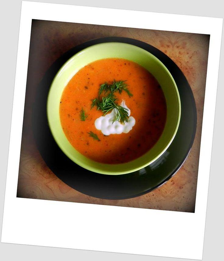 Zupa pomidorowa ze świerzych pomidorów z ryżem.