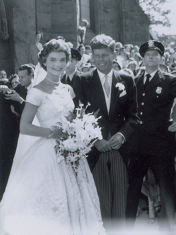 Jackie and john f kennedy s wedding photos see rare for Jackie kennedy wedding dress