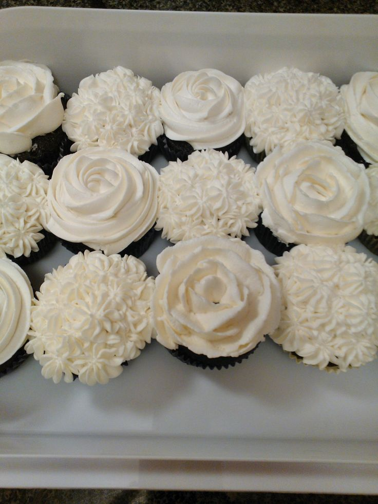 Black White Wedding Cake Cupcake Tower 3 I Like The Rose Ones For Gen S Party