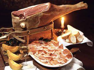 Prosciutto San Daniele: gli unici ingredienti sono cosce di maiali italiani, sale marino e il particolare microclima di San Daniele.