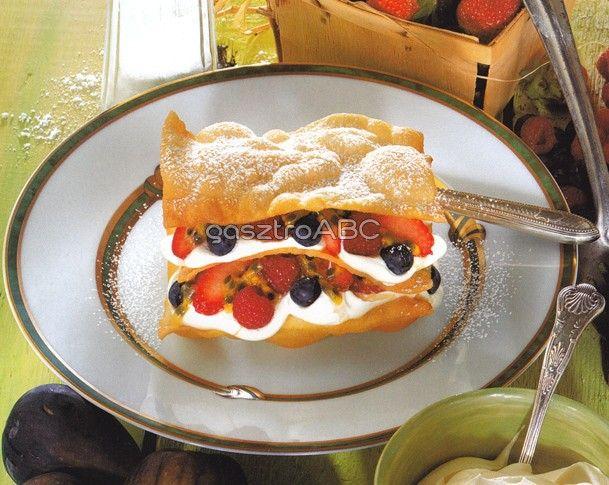 Emeletes gyümölcsös krémes | Receptek