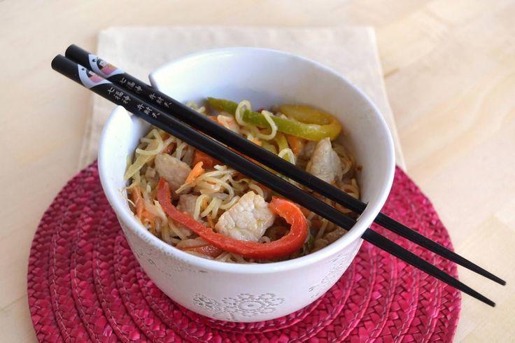 I noodles con maiale in agro sono il primo piatto che ho scelto di inserire nel mio libro