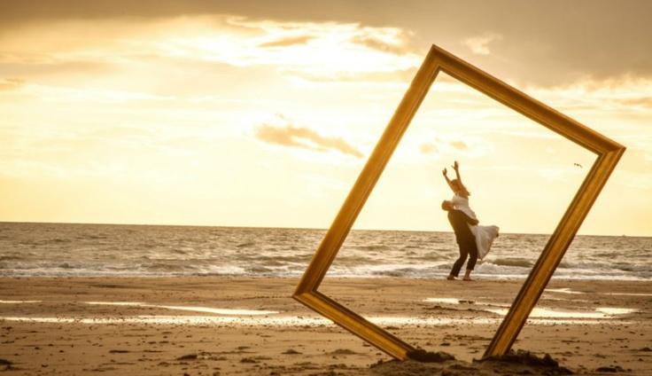 Door te trouwen in Zeeland ben je verzekerd van een onvergetelijke dag op een pracht locatie. Het uitgestrekte Zeeuwse landschap, de mooie stranden en vele horeca mogelijkheden maken uw trouwdag compleet. Wij kunnen de organisatie uit handen nemen voor de trouwlocatie, uw receptie en diner, de overnachtingen van uw gasten en een bruidssuite voor uzelf. Wilt u trouwen in Zeeland? Neem contact op voor een afspraak via 0111-655200 of congrescoach@grandhotelterduin.nl.