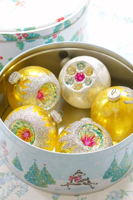15 Clever Christmas Ornament Storage Ideas Keep your favorite ornaments in holiday tins. They're so pretty, and you probably get several with goodies during the holiday season.