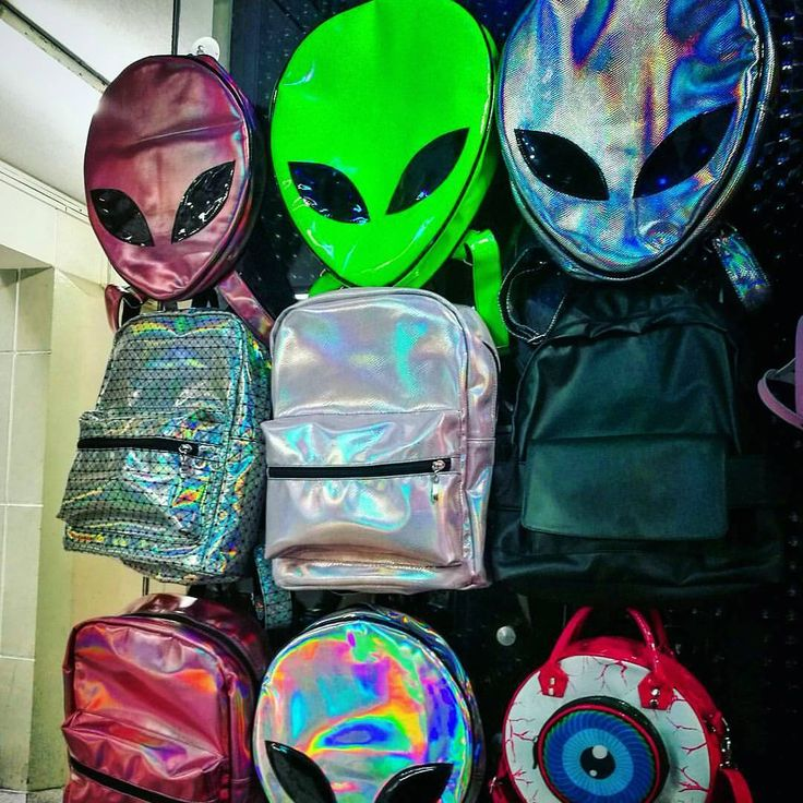 chapa tu nave y vuela a nuestra tienda  Mochilas y bolsos en stock, solo lo encuentras en #foreignmilitantshop  #alien #alienígena #grunge #parches #bolsos #mochila #cool #shop #urbanaliens