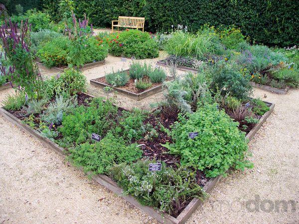 Zámocká bylinková záhrada vo
