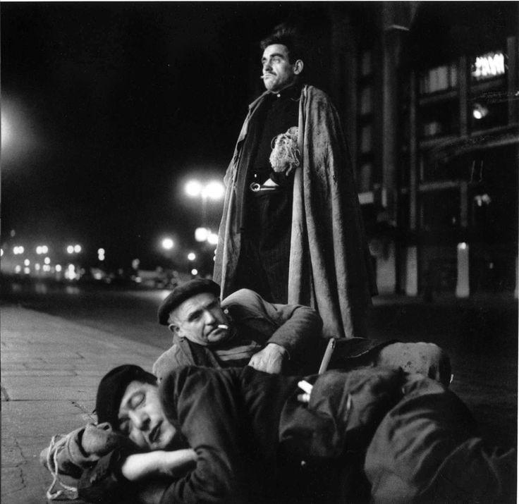Robert Doisneau: Un oreiller en toile de jute, Paris, 1952