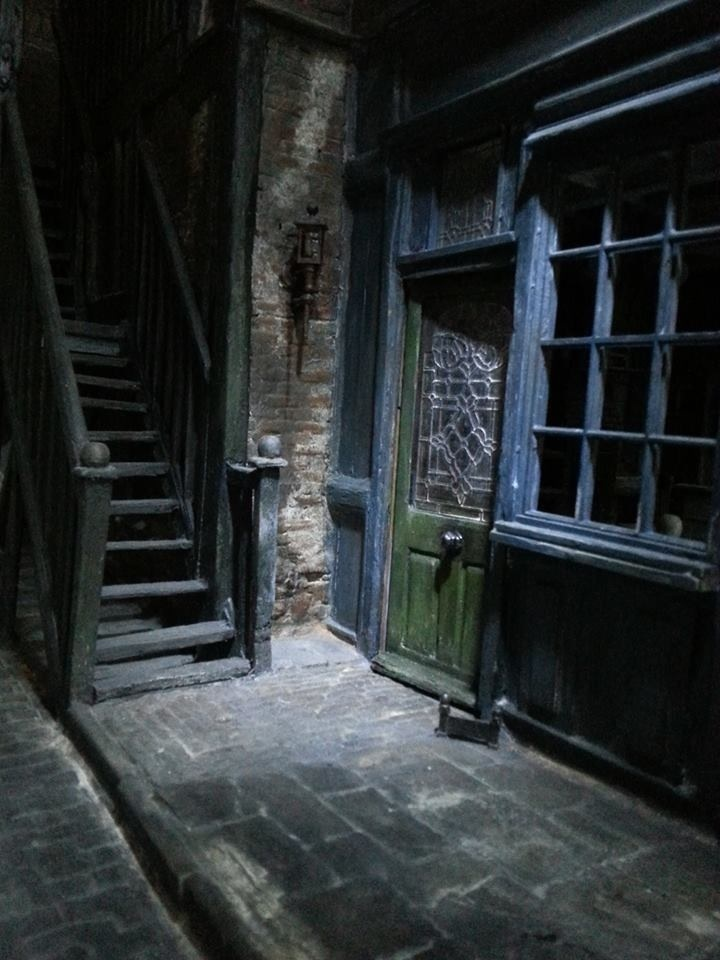Sweeney Todd Shop side door & 29 best images about Sweeney Todd Dollhouse Ideas on Pinterest ... Pezcame.Com