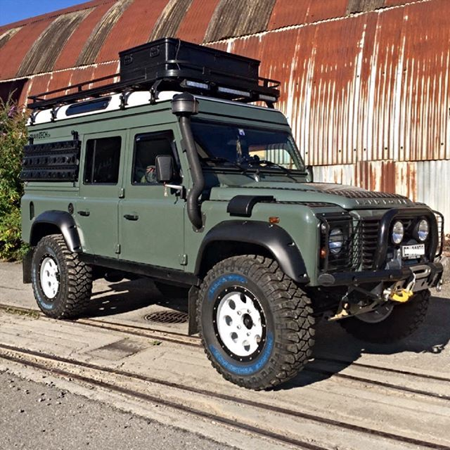 Land Rover Defender 110 Td4 Sw Se customized twisted adventure and extreme sports.