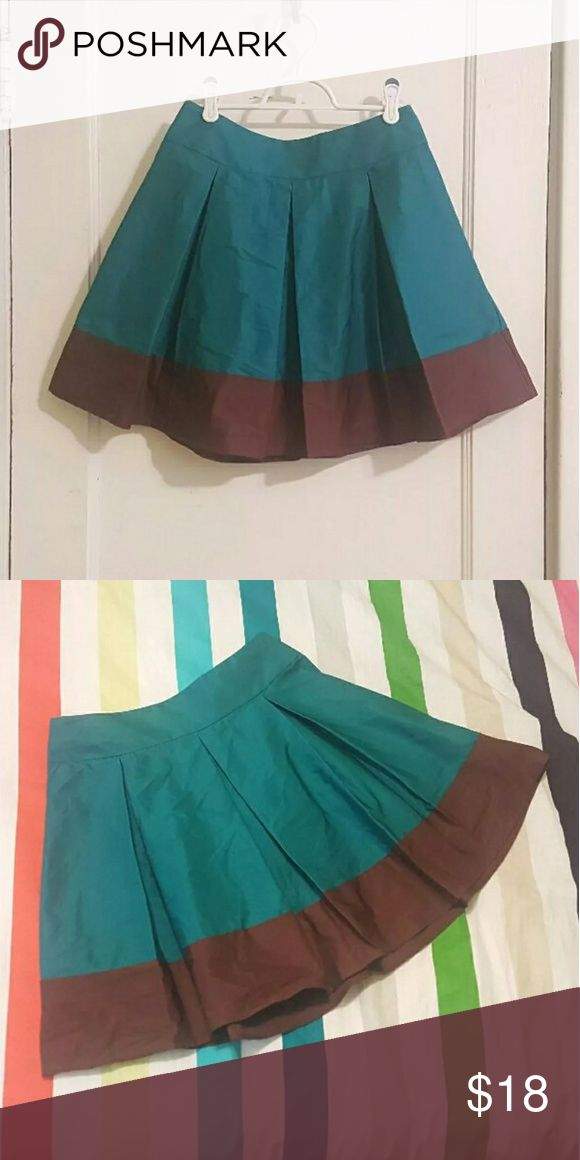 "EUC H&M Teal/Brown Box Plead Mini Skirt Fantastic little pleated skirt from H&M! Size 6 with a waist of a little over 13"" and a length of about 17.5"". The main color is a beautiful teal and the bottom is a rich chocolate brown, giving it a dipped effect. There are flattering box pleats that help the skirt swish when you walk. The fabric is 58% polyester 42% cotton and has a lovely subtle sheen to it. A wide waistband makes this mini skirt comfortable to wear, and there's a zipper and button…"