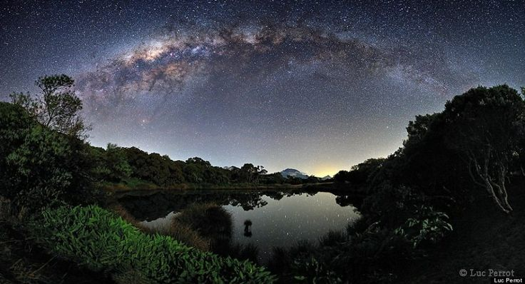 Réunion Island Photo: Milky Way Over Piton De l'Eau By Luc Perrot Is Stunning: Water, Reunions Islands, Piton De, Luc Perrot, Milkyway, De Leau, Crater Lakes, Photo, Milky Way